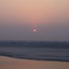 聖河に昇る太陽