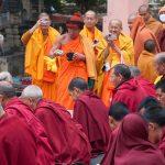 チベット人もタイ人も、仏僧もぼくも、みんな楽しく写真撮影。