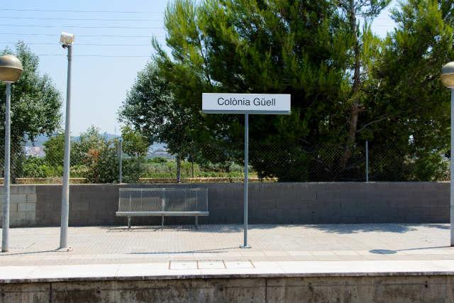 カタルーニャ鉄道コロニア・グエル駅