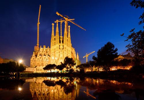 サグラダ ファミリアの夜景とライトアップ2