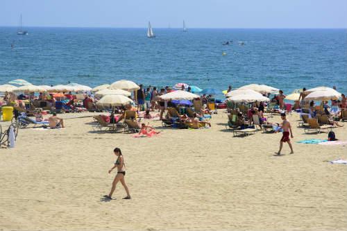 バルセロネータの隣にあるボガテイビーチ