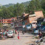 ネパール地震、寄付も支援も届かない村の人々