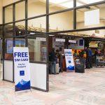ネパールの国際空港でSIMカードを無料で配っているぞ