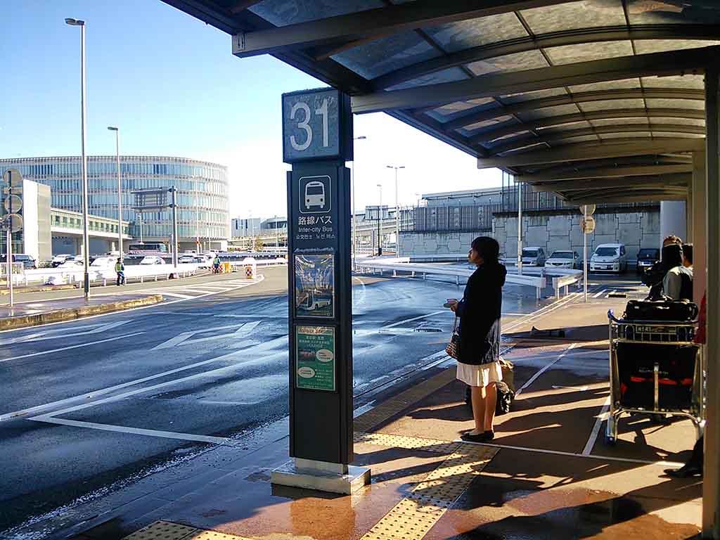 27成田空港のバス停