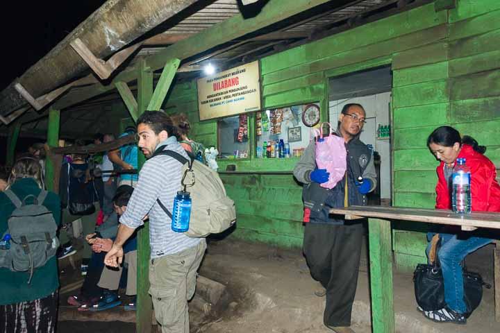 イジェン山の登山管理事務所