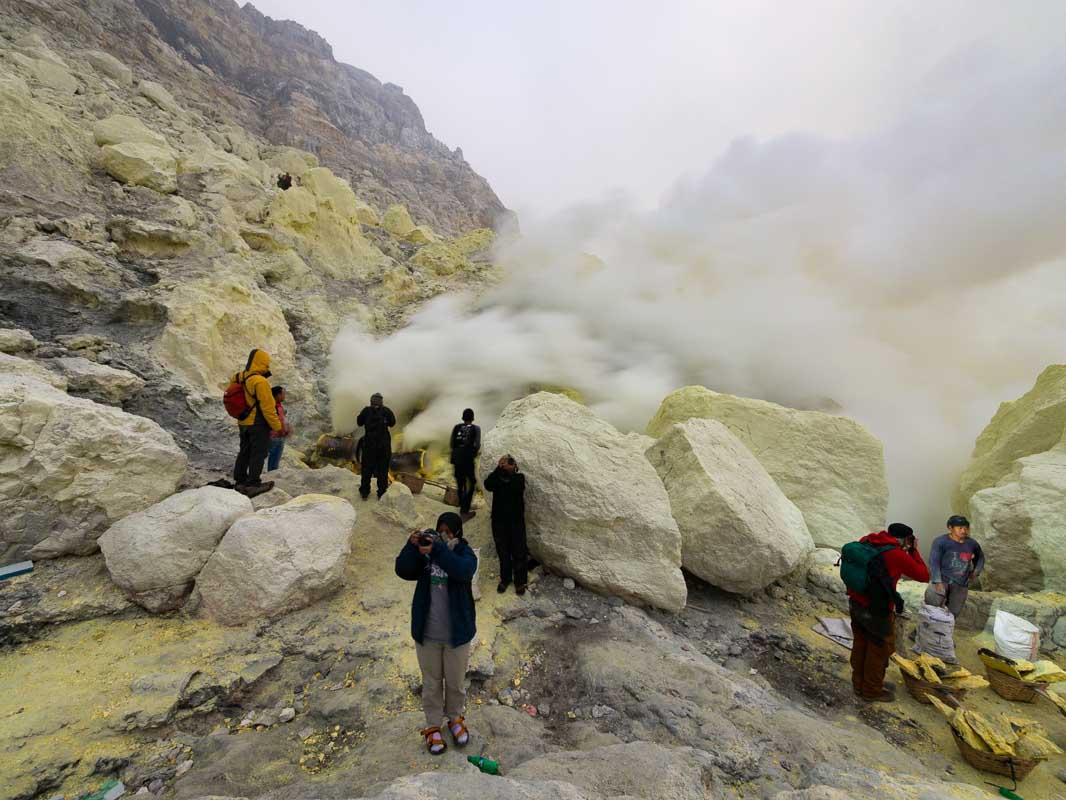 イジェン山の火口2