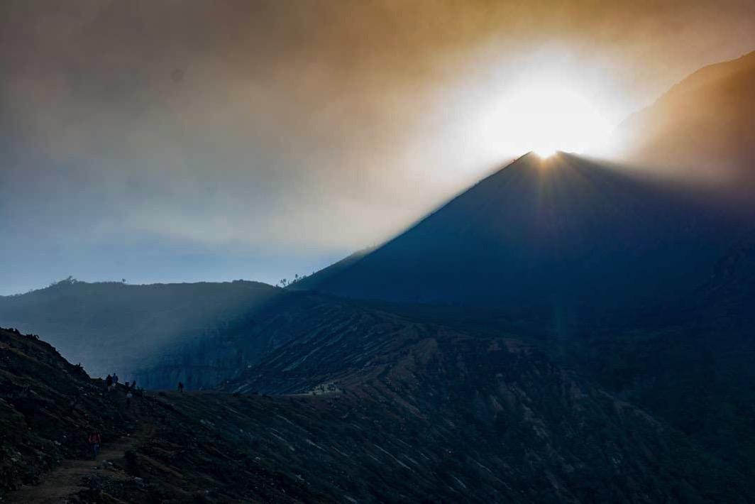 イジェン山の朝日