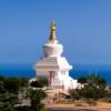 コスタ デル ソルの青海を見渡す平和の塔