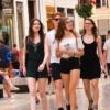 夏を感じるのは、ロングヘアーに素足の娘たちのスナップを撮ったとき
