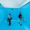 プールを覗き込んでじっくり堪能するのが21世紀の美術鑑賞なのだ