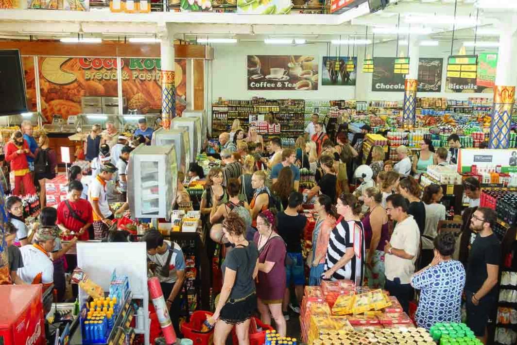 オゴオゴの日のスーパーマーケット