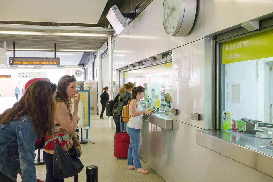 アベイロ駅の切符売場