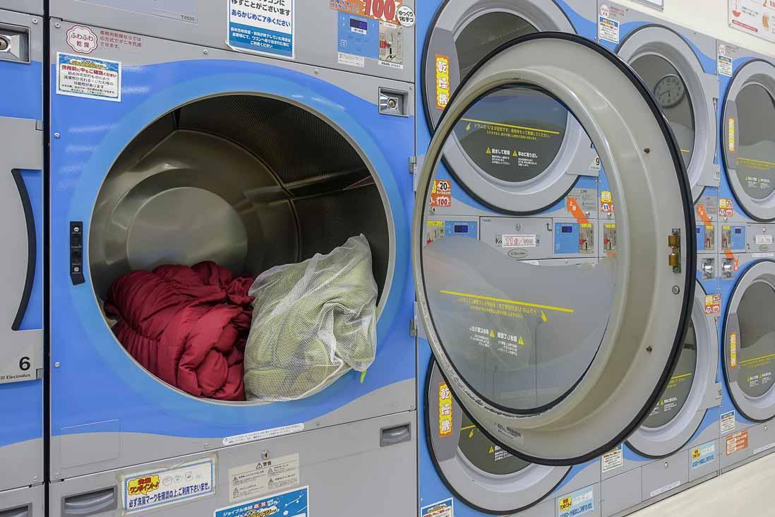 布団も乾燥できる大型ドラム式乾燥機の蓋を開けた写真