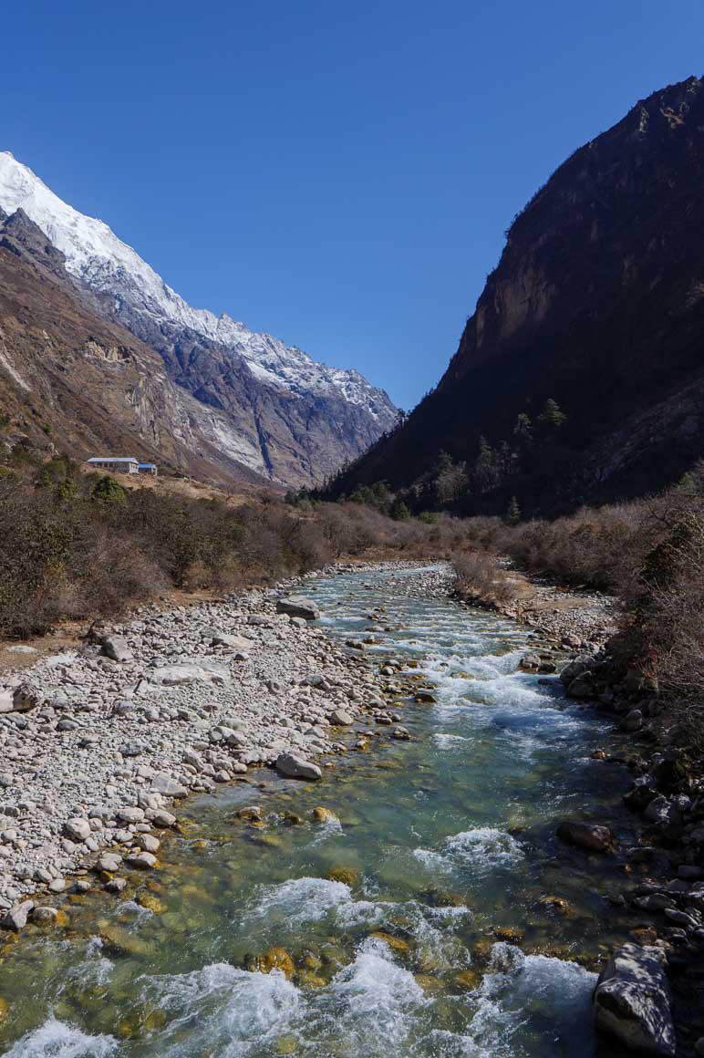 ランタン渓谷の青い水