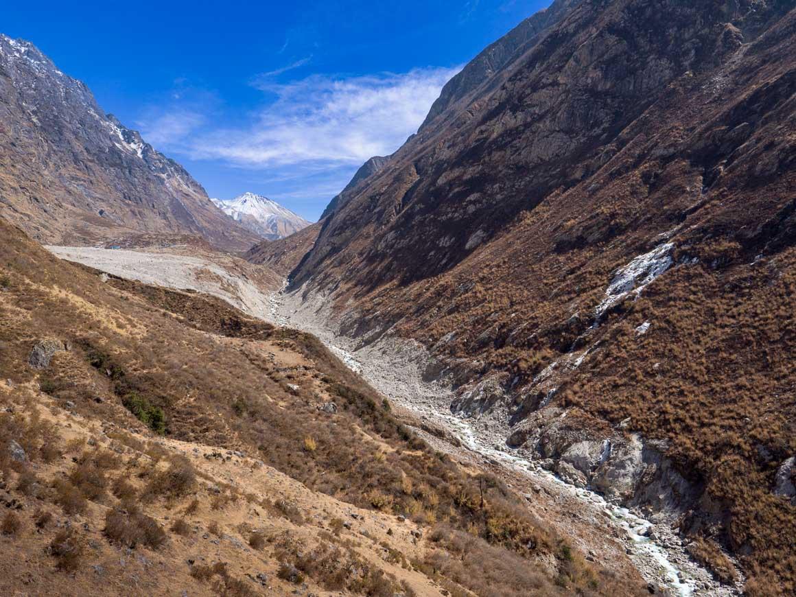 崖崩れに埋まったランタン村
