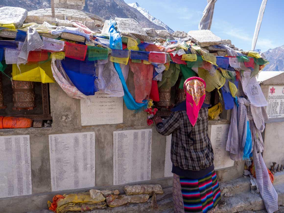 ランタン村の震災犠牲者の慰霊碑