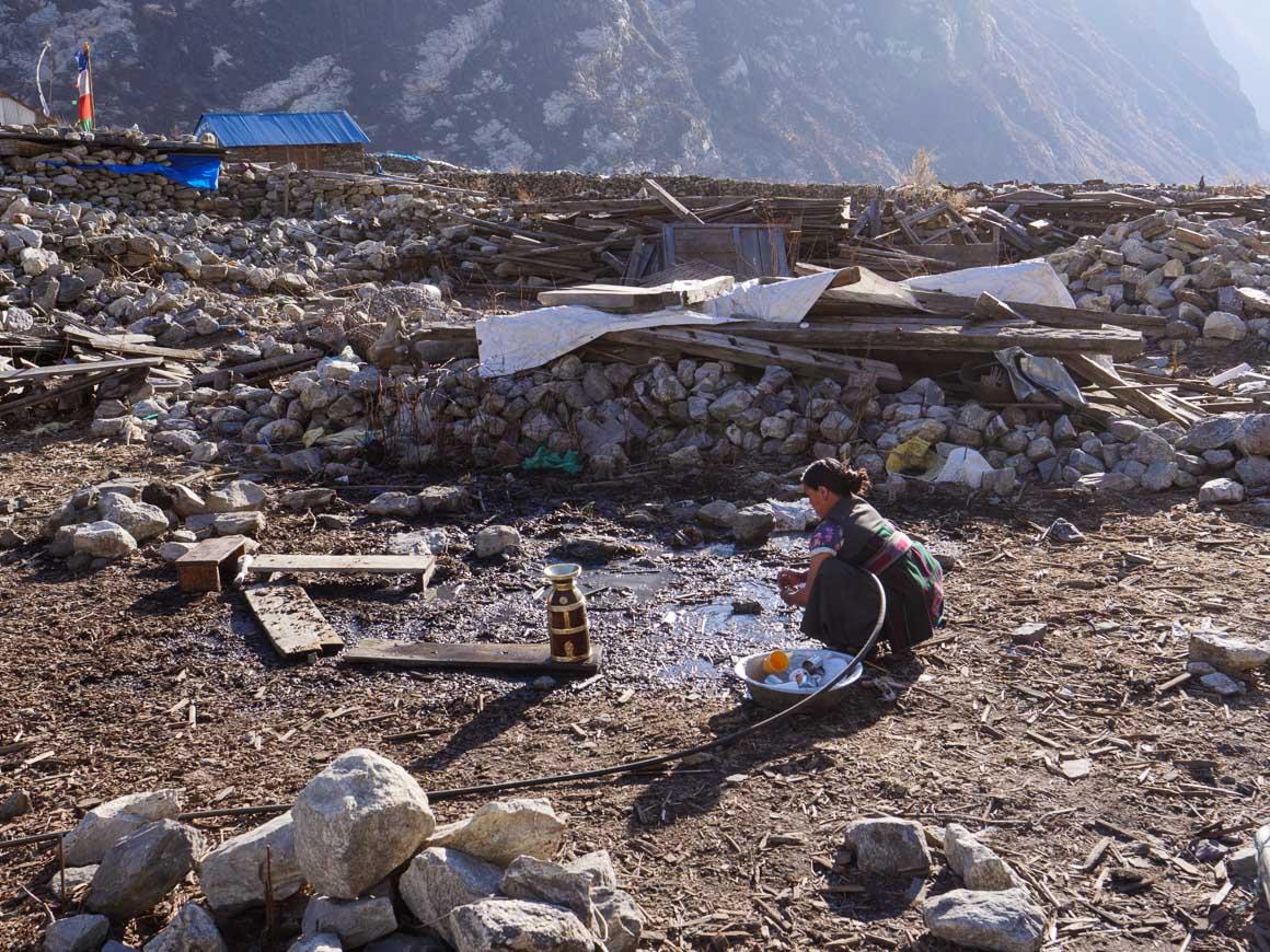 洗い物をする村人