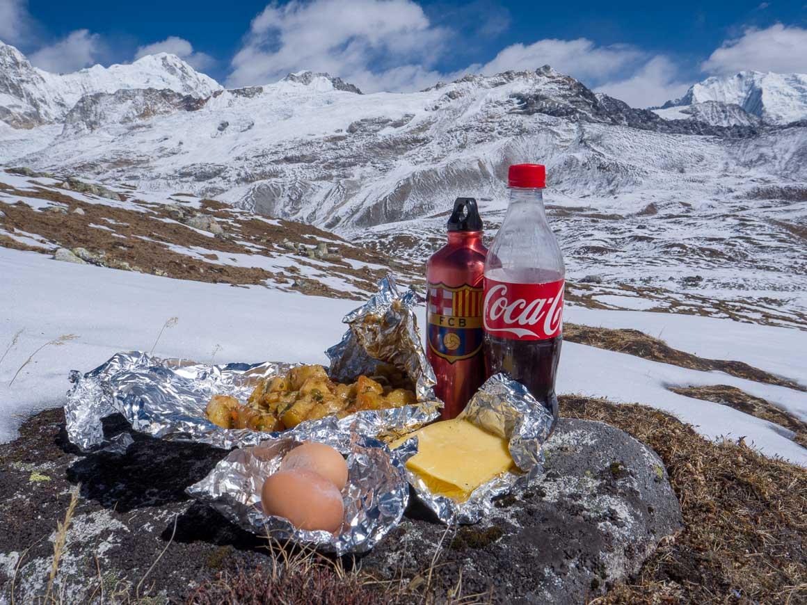 ツェルゴリ山頂で昼食