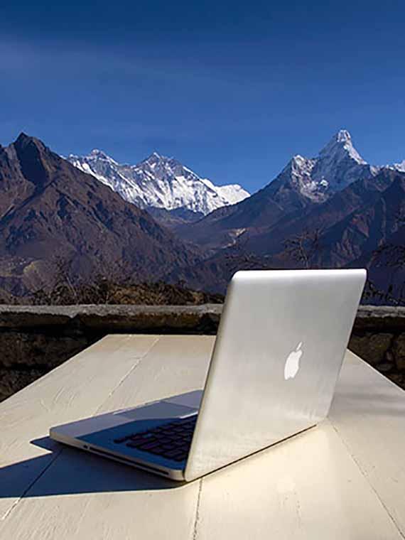 ヒマラヤの高地でもバッテリーが使えるMacBookPro