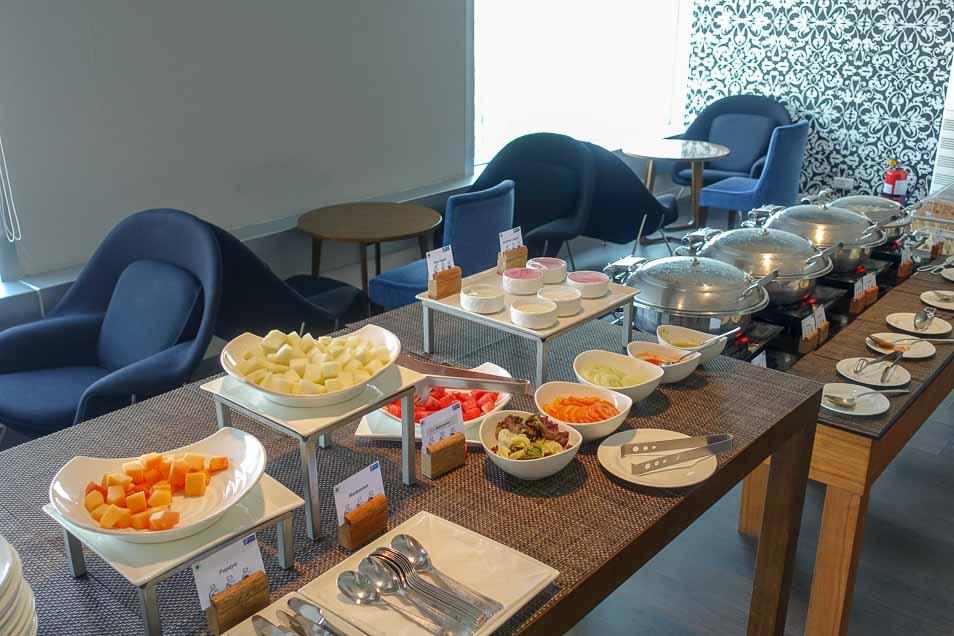 インディラ ガーンディー国際空港のホリデイインエキスプレスの朝食