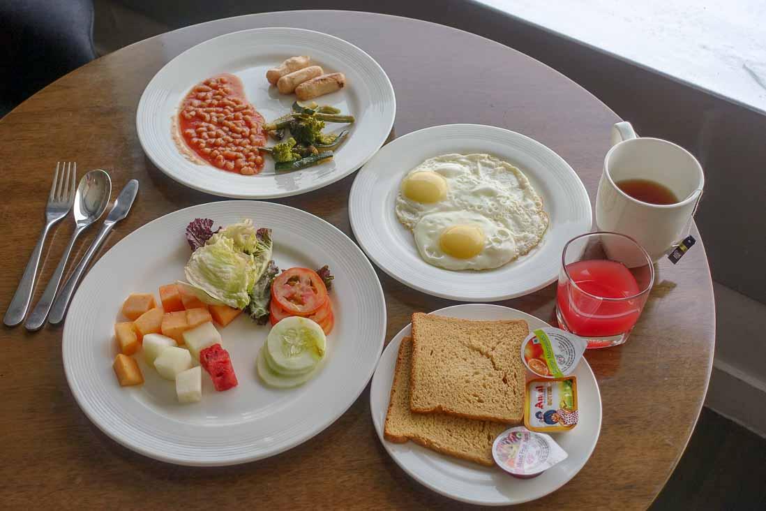 インディラ ガーンディー国際空港のホリデイインエキスプレスの朝食2