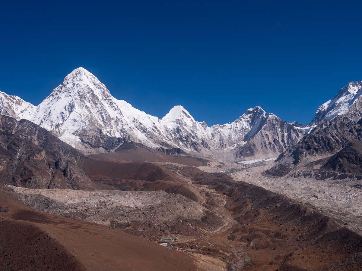 プモリ峰7165mとカラパタール