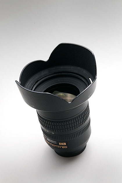 Nikon12-24mmF4に効果的な改造フードを装着