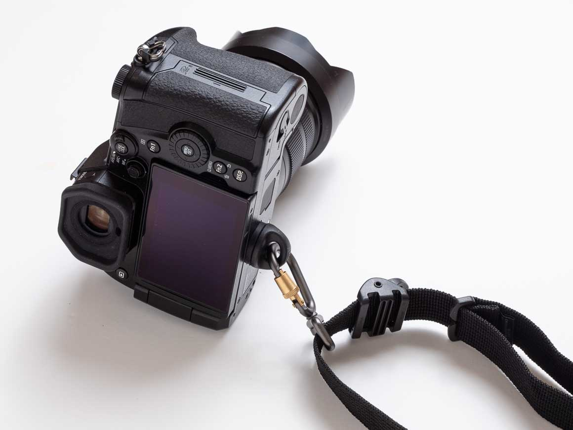 ブラックラピッド カメラストラップをPanasonic Lumix G9に取りつける