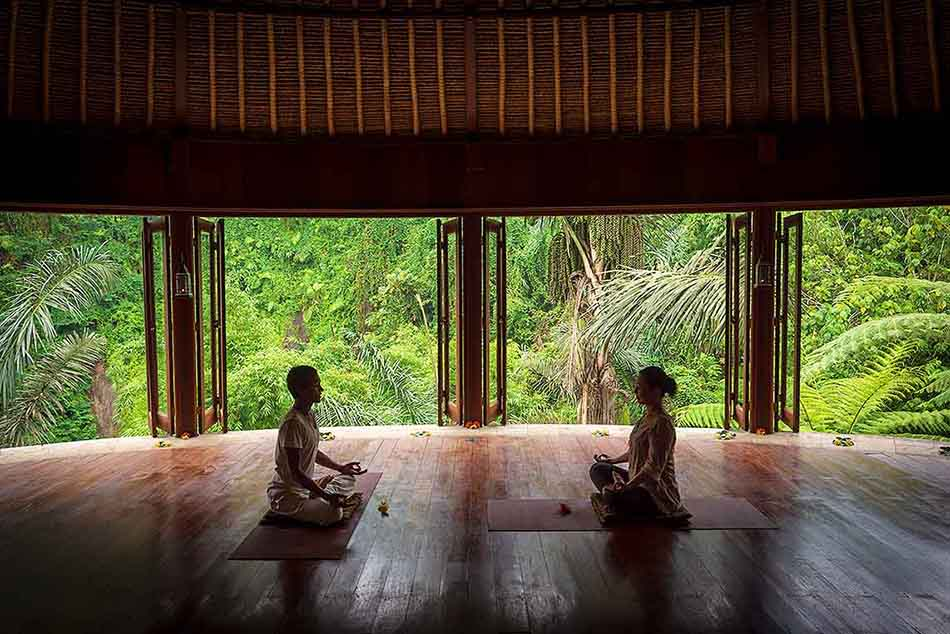 瞑想する作家
