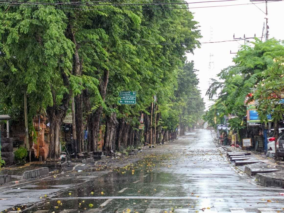 ニュピの大通りは誰も人がいない