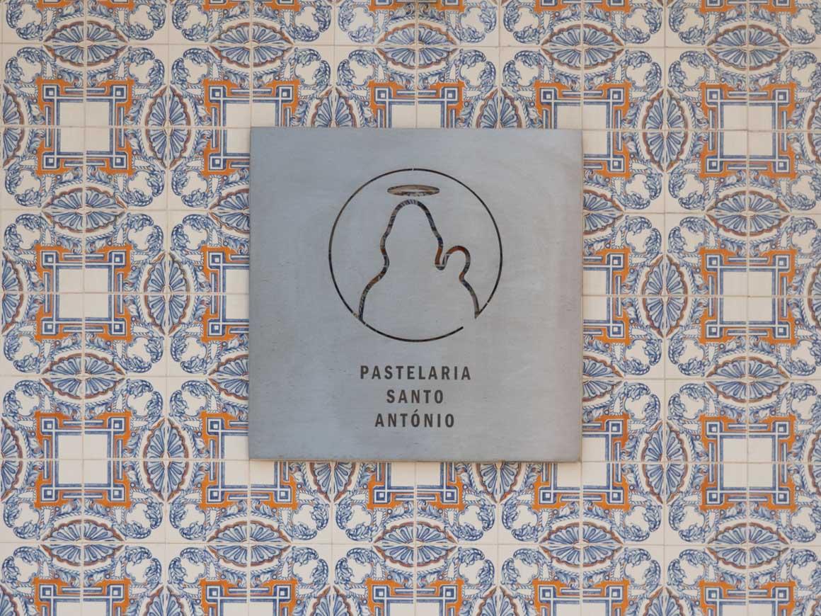 Pastelaria SantoAntónio パステラリア サントアントニオの看板