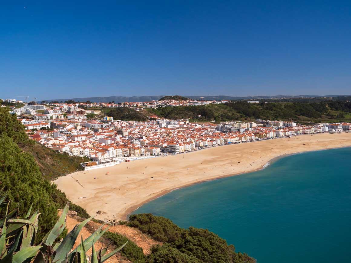 ポルトガルのナザレ海岸全景