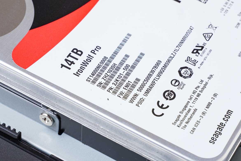 IronWolf Pro 14TB ST14000NE0008のラベル拡大図