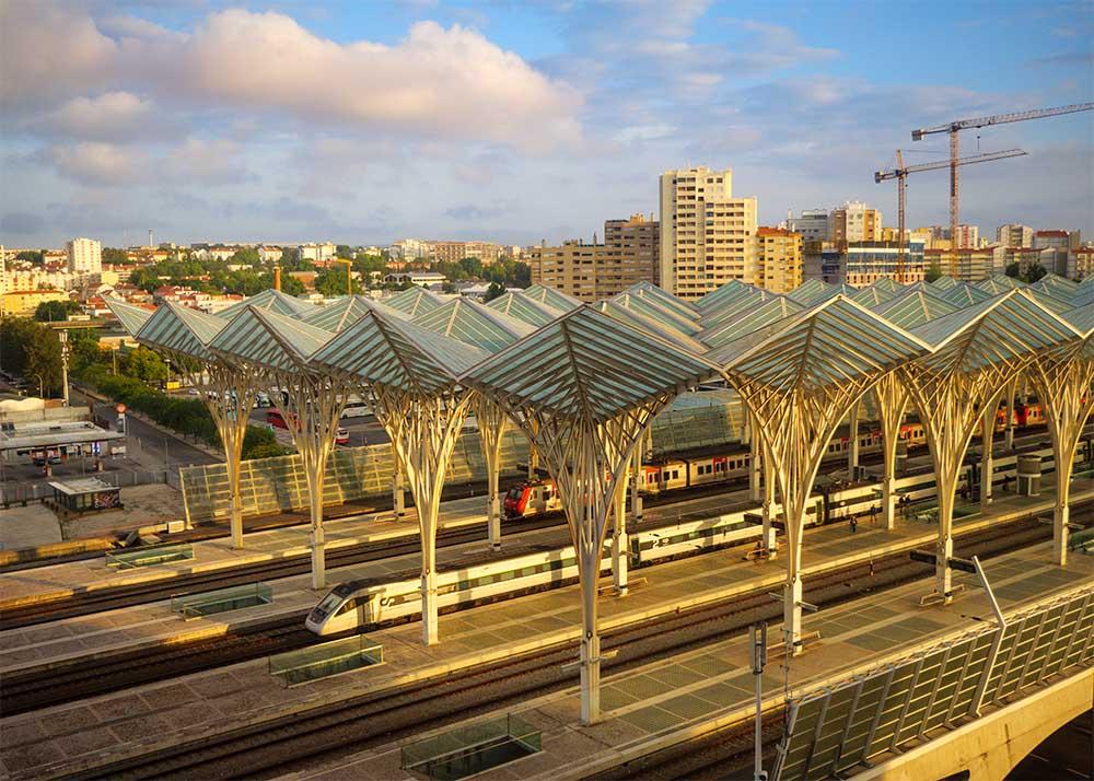 リスボンのオリエント駅のプラットフォーム俯瞰写真