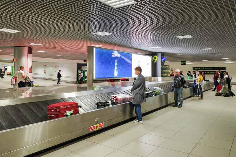 リスボン空港の預け荷物ピックアップのターンテーブル