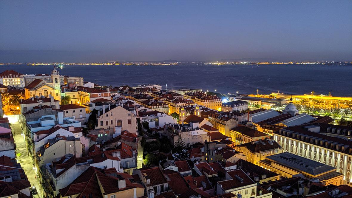 リスボンの夜景をgoogle pixel 3a夜景モードで撮影した写真