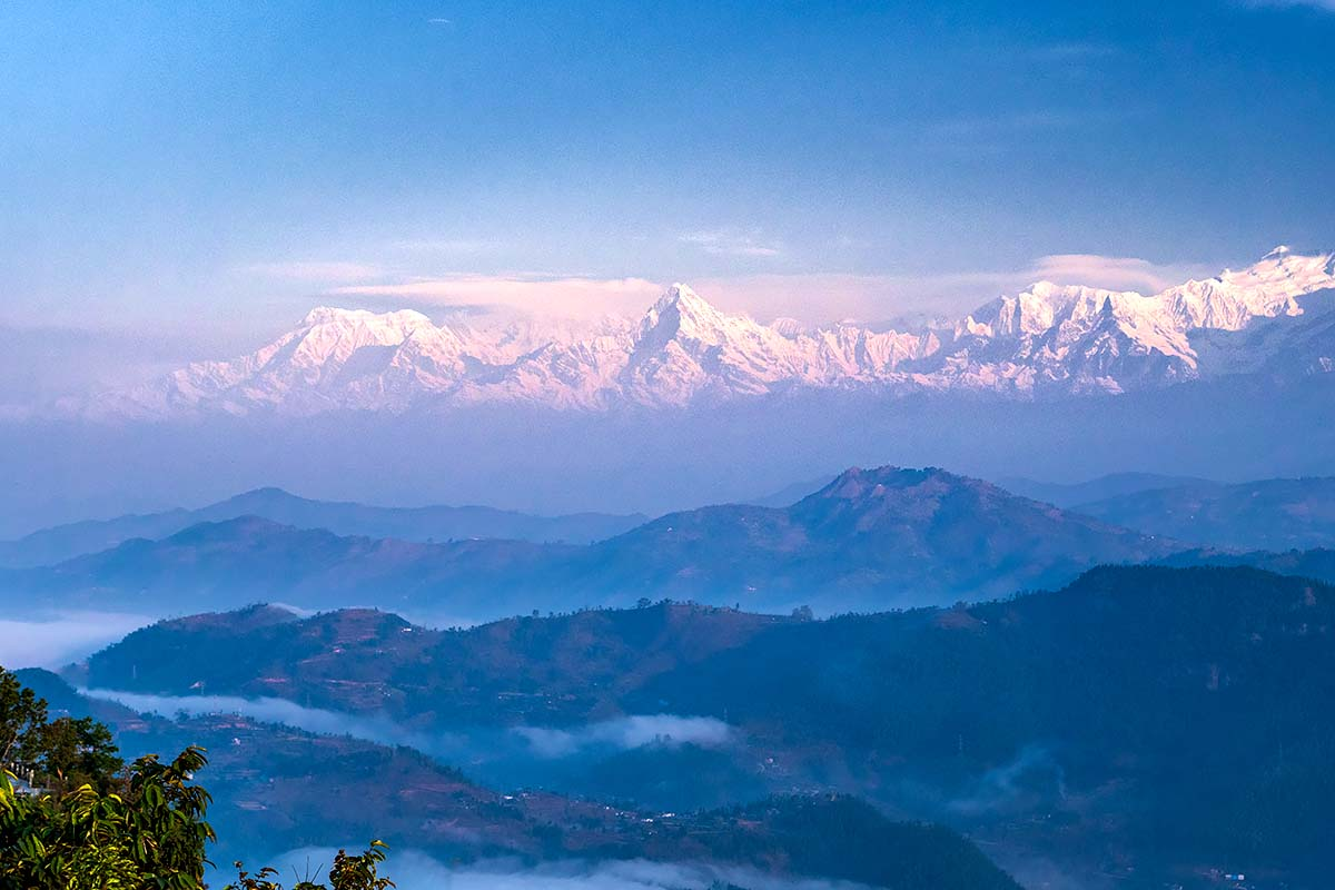 ネパール中央部、アンナプルナ ヒマラヤ全景とマルディヒマール