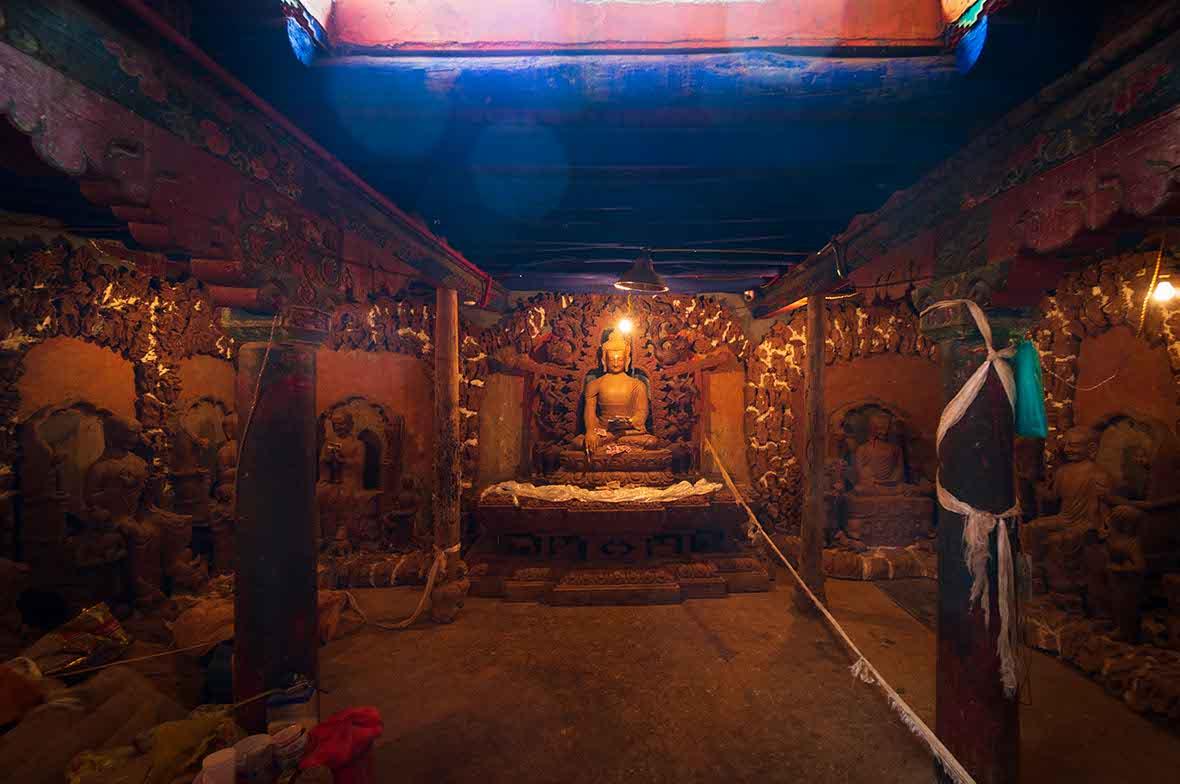 寺を移した写真にオーブが写っている