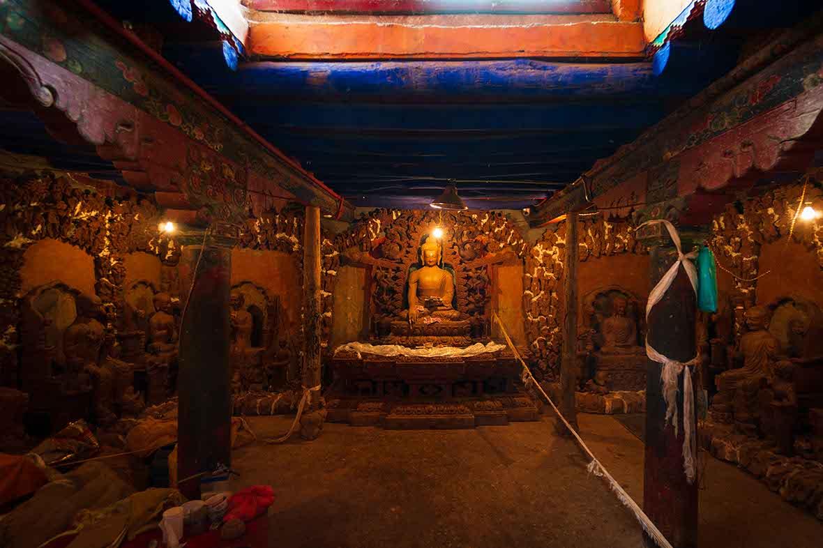 お寺で写るオーブは心霊現象ではなかった。はたしてオーブの本物と偽物の違いや見分け方はあるだろうか