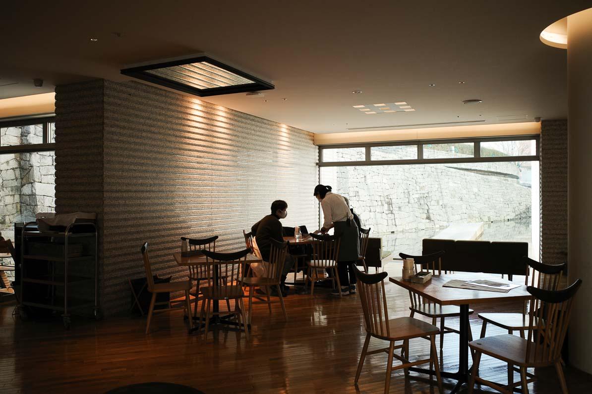 東京都現代美術館のレストラン、100本のスプーンの内観