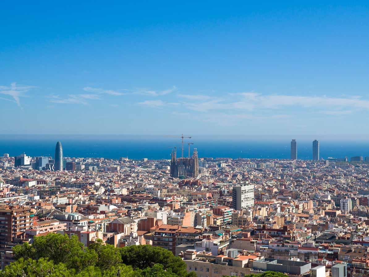 グエル公園からバルセロナ市街を見渡す