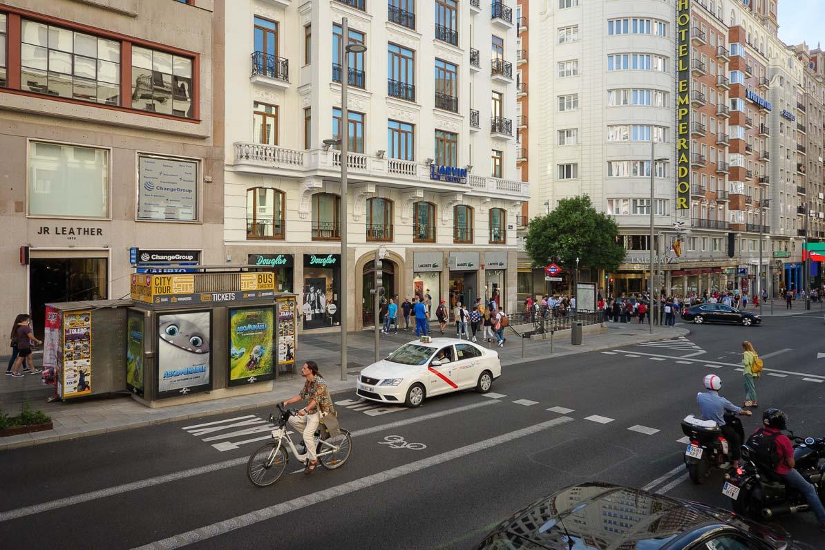 自転車専用道路は道のまん中にある