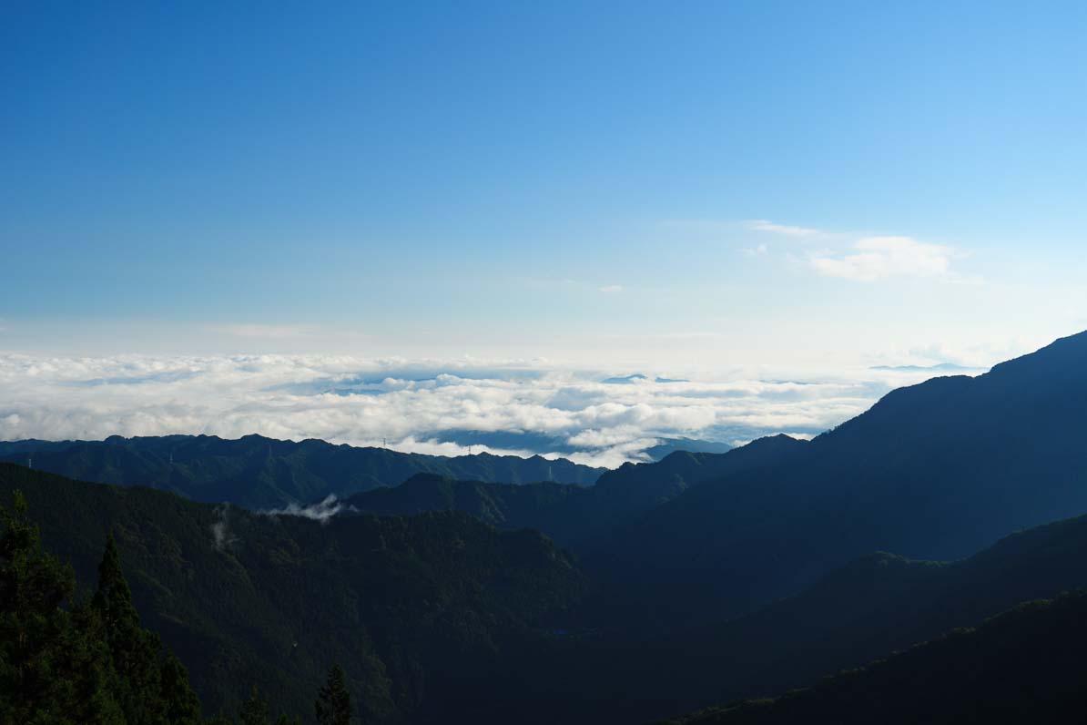 三峰神社から見た秩父市内の雲海