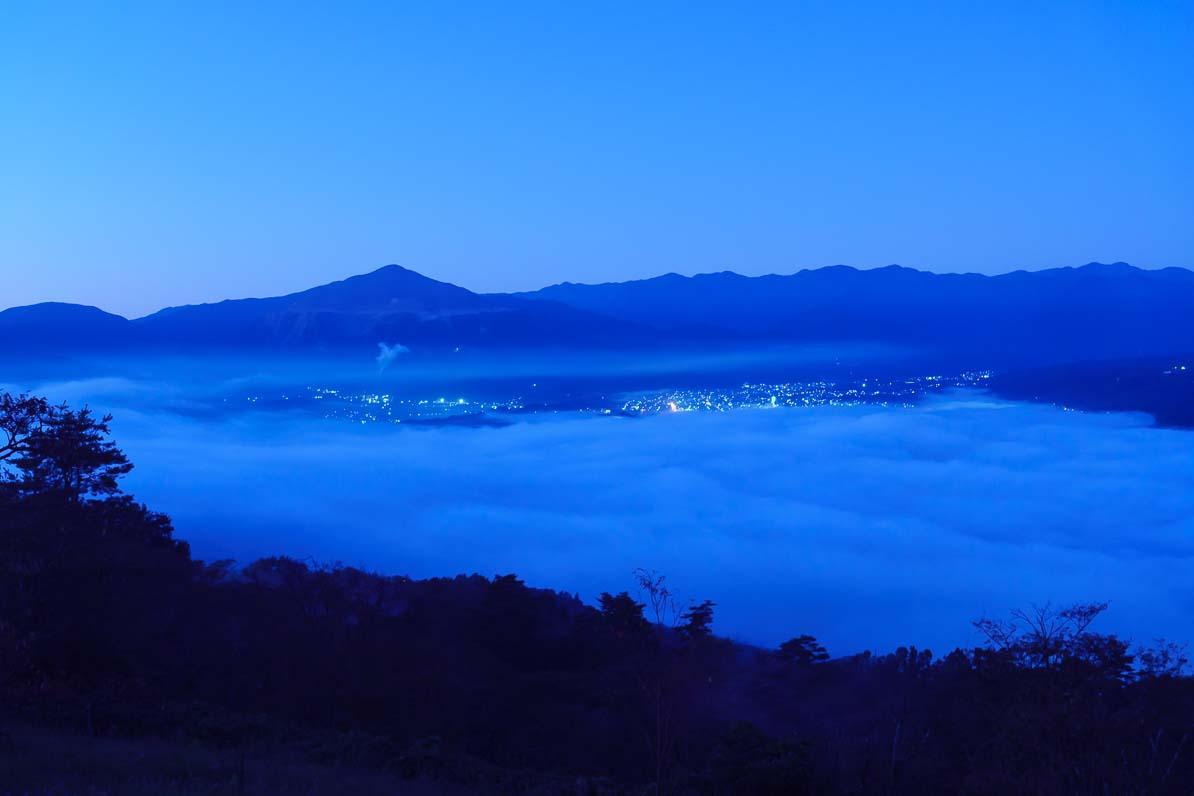 秩父市の美の山公園から見た夜明け前の雲海