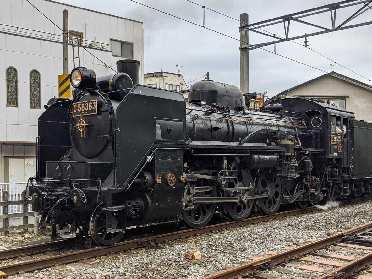秩父鉄道の蒸気機関車が走る