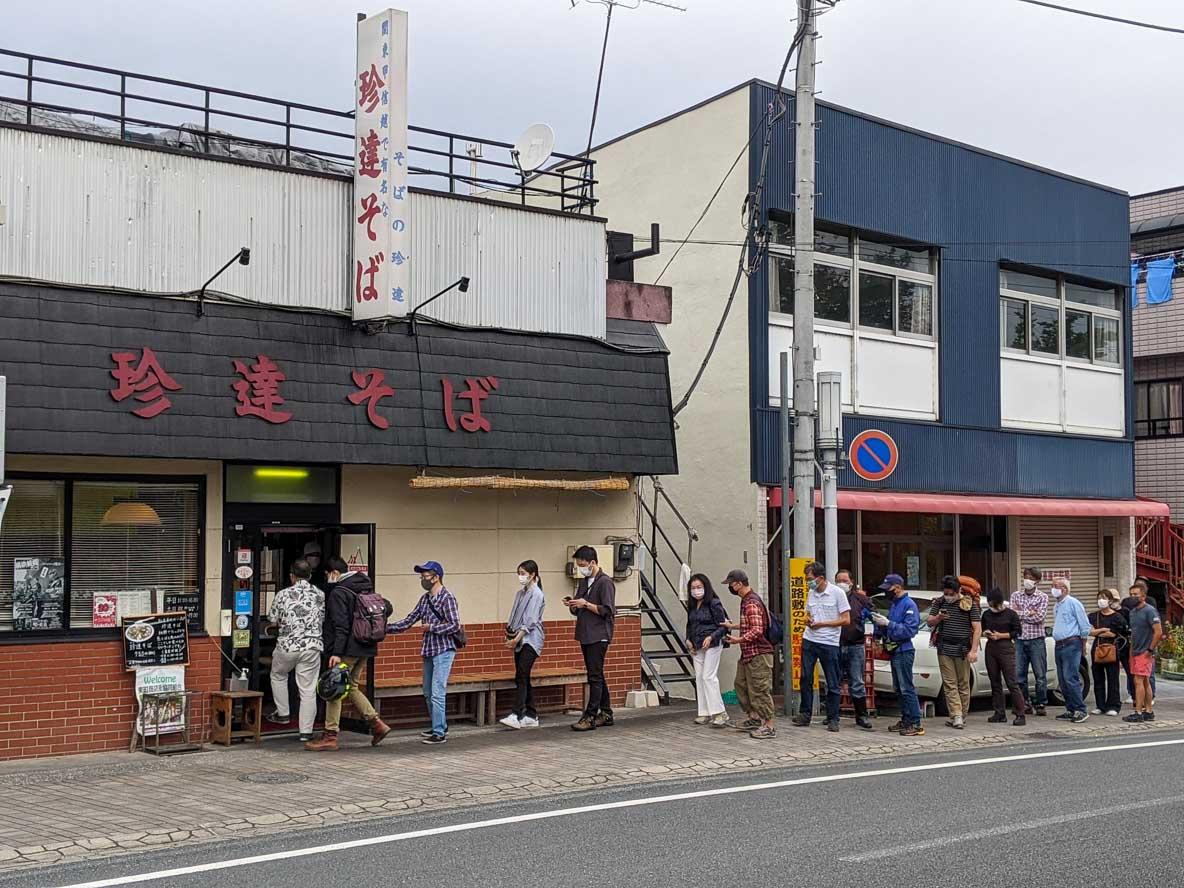 御花畑駅近くの人気の麺の店、珍達そば